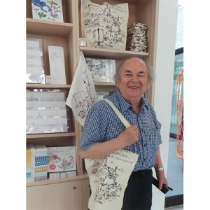 Sir Quentin Blake, looking very happy, with an exclusive bag produced for Jerwood Gallery, featuring his sketch and printed by Countryside Art
